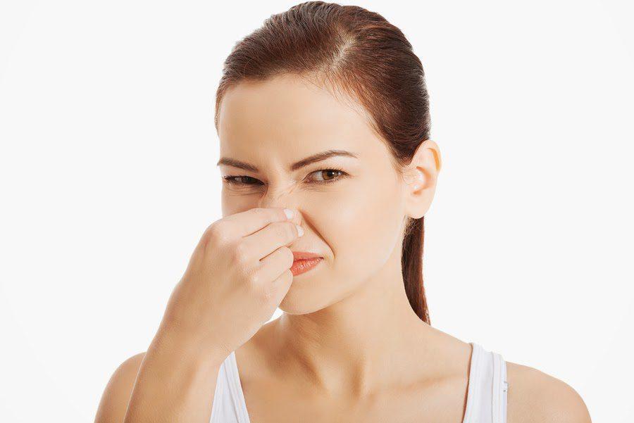 penyebab jerawat bau