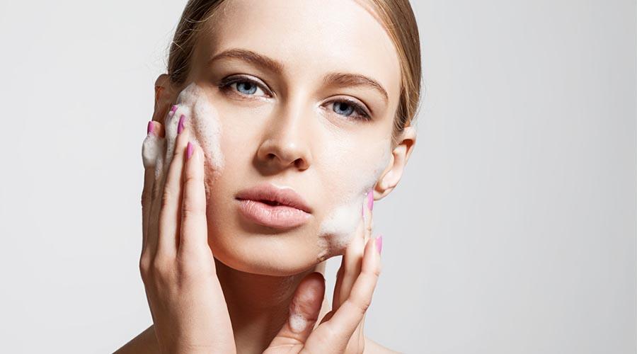 kesalahan mencuci muka menyebabkan jerawat