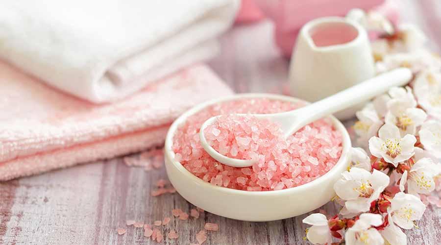 manfaat garam untuk jerawat