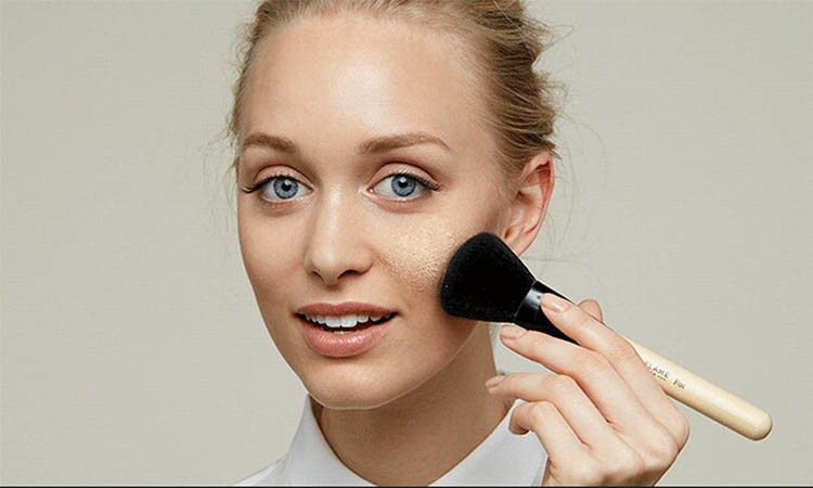 cara menutupi jerawat dengan makeup