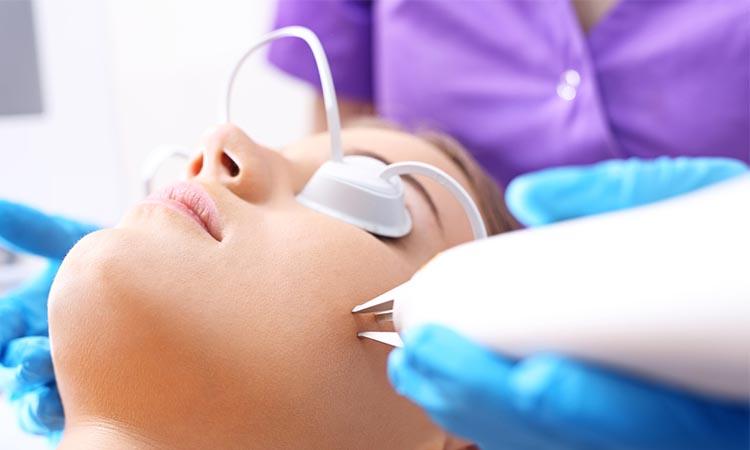 evamulia clinic - manfaat laser wajah