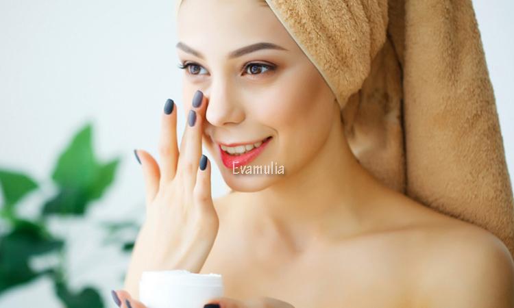 evamulia klinik - perawatan kulit harian - tips perawatan kulit - Apa pun jenis kulit Anda, rutinitas perawatan kulit sehari-hari dapat membantu Anda menjaga kesehatan kulit secara keseluruhan dan meningkatkan masalah spesifik seperti jerawat, jaringan parut, dan bintik-bintik gelap