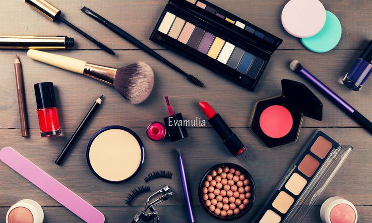 evamulia - Bahan kimia dalam kosmetik ini berbahaya - kandungan bahan kimia kosmetik - bahan berbahaya di kosmetik - Semua orang tentu sudah mempunyai produk perawatan kulit andalannya.