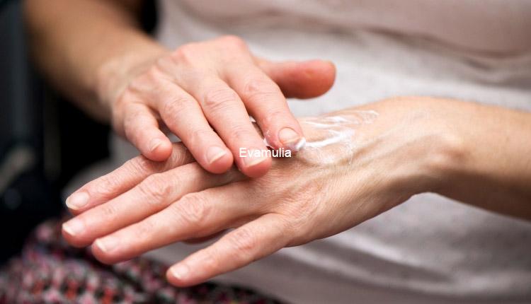 Klinik Kecantikan eva mulia - Pemilihan body lotion pria - body lotion untuk pria - lotion kulit pria - Ternyata, kulit lelaki 25% bila dibandingkan dengan kulit wanita.