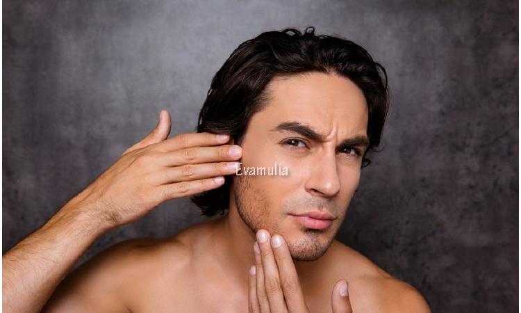 Klinik Eva Mulia - Eva Mulia - Tips perawatan wajah - Perawatan wajah pria - mencegah penuaan wajah pria - Tanda-tanda penuaan seringkali muncul saat seseorang memasuki usia lebih dari 30 tahun. Namun, pada beberapa kasus, penuaan terjadi pada mereka yang berusia lebih dari 20 tahun.  Salah satu tanda penuaan yang selalu membuat banyak orang khawatir adalah penuaan pada kulit