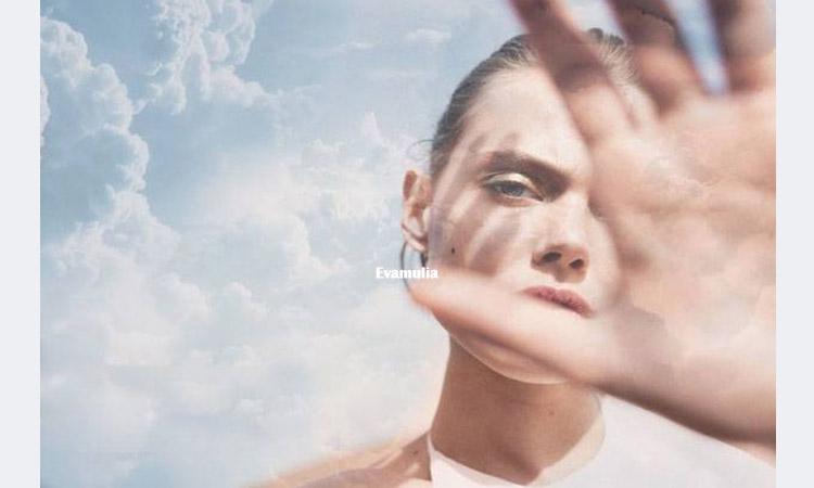 Eva Mulia - Klinik Evamulia - Tips Perawatan Wajah - Melihat Peran Antioksidan Untuk Kulit - Banyak yang mengenal antioksidan dengan segudang manfaat untuk kesehatan, termasuk kesehatan kulit. Setiap hari, kulit terpapar oleh polusi, debu, bahan kimia serta sinar matahari yang bisa meningkatkan jumlah radikal bebas didalam tubuh