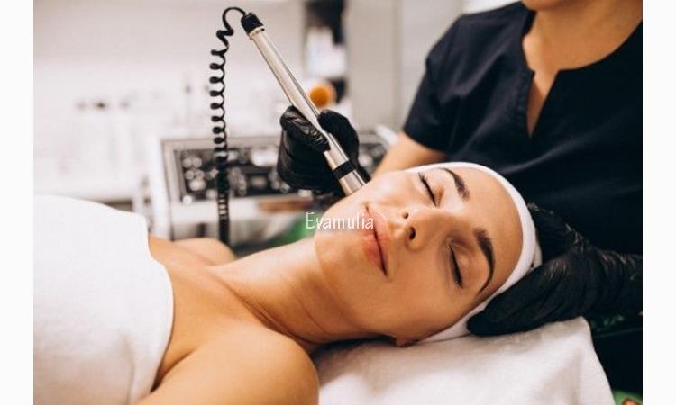 Eva Mulia - Klinik Kecantikan - Tips Perawatan Wajah - Radio Frequency - Setrika Wajah - Diera modern saat ini, ada banyak sekali pilihan treatment wajah yang bisa Anda lakukan di klinik kecantikan untuk menyelesaikan berbagai masalah di wajah Anda. Salah satu yang sedang populer belakangan ini adalah setrika wajah.
