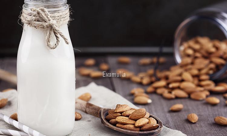 Eva Mulia - Klinik Evamulia - Manfaat Susu Almond - Perawatan Wajah - Sejak tahun 2014 lalu, susu almond menjadi trend gaya hidup sehat di kalangan masyarakat. Susu almond menjadi penganti susu sapi yang biasa dikonsumsi sehari-hari. Apakah kalian tahu khasiat dan manfaat susu almond dibanding susu sapi?