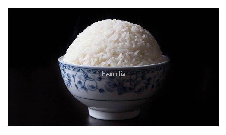 Eva Mulia - Klinik Evamulia - Perawatan Wajah - Manfaat Beras Shirataki - Pada umumnya orang yang sedang diet akan menjaga pola makan. Tak jarang memilih diet rendah karbohidrat dan mengganti nasi putih dengan nasi merah. Sebagaimana diketahui, kandungan karbohidrat dalam nasi putih memang lumayan tinggi, yaitu sekitar 40,6 gram.