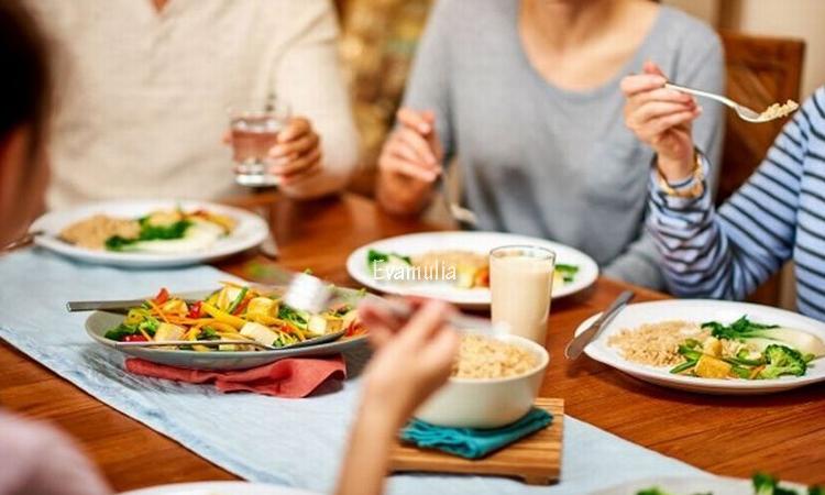 Eva Mulia - Klinik Evamulia - Perawatan Wajah - Makanan Tidak Untuk Sahur - Salah satu waktu makanan yang paling penting dalam bulan ramadhan adalah sahur. Ada yang harus kalian perhatikan ketika sahur adalah kalian mengkonsumsi makanan yang akan menjadi energi kalian selama puasa yang hampir 12 jam.