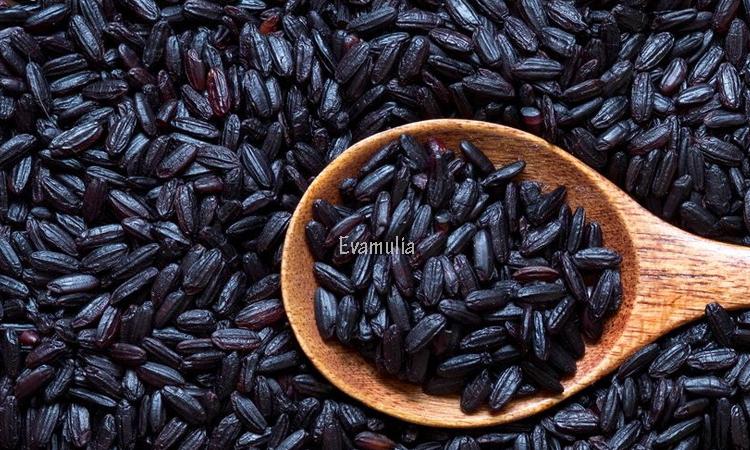 Eva Mulia - Klinik Evamulia - Perawatan Wajah - Manfaat Beras Hitam -  Walaupun tidak sepopuler beras putih atau juga beras merah yang amat sangat dikenal, manfaat beras hitam patut kita perhatikan. Beragam kandungan nutrisi yang baik untuk tubuh ada pada beras ini.