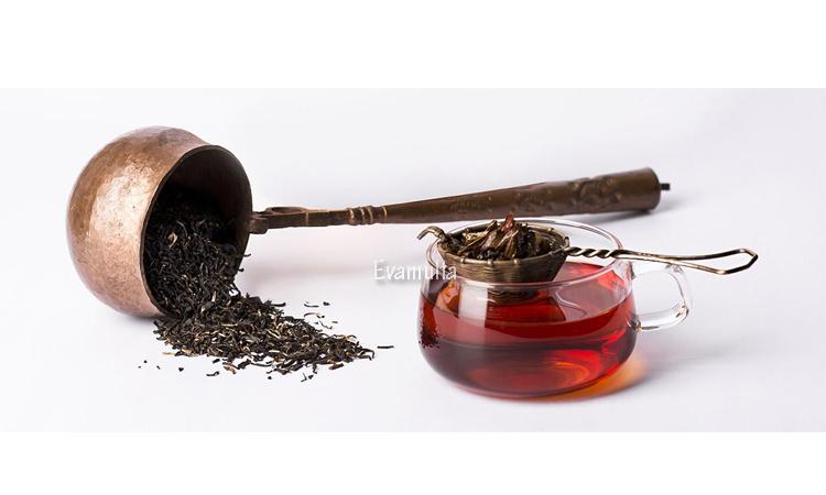 Eva Mulia - Klinik Evamulia - Perawatan Wajah - Manfaat Teh Hitam Untuk Kesehatan - Apakah kalian salah satu orang yang gemar minum teh? Untuk masyarakat Indonesia, minum teh saat pagi atau sore adalah sebuah kebiasaan. Jadi tidak heran jika berbagai jenis teh, termasuk teh hitam adalah jenis minuman yang paling banyak dikonsumsi setelah air putih.