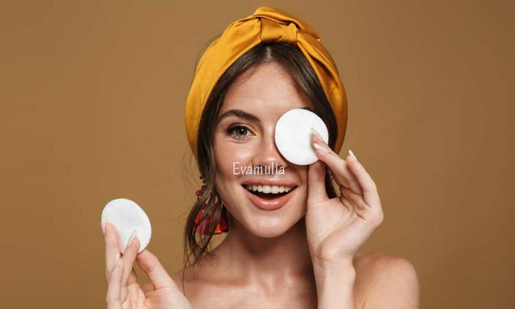 Eva Mulia - Klinik Evamulia - Perawatan Wajah - Cara Membersihkan Wajah Dengan Benar - Membersihkan wajah sudah menjadi kebiasaan wajib yang harus dilakukan oleh wanita. Apakah kalian sudah membersihkan wajah dengan benar? Agar tidak salah dalam membersihkan wajah, yuk simak cara berikut ini.