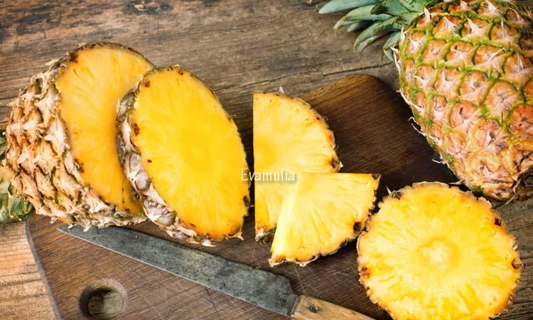 Eva Mulia - Klinik Evamulia - Perawatan Wajah - Manfaat Buah Nanas Untuk Kesehatan - Buah Nanas adalah salah satu buah tropis yang disukai banyak orang. Selain memiliki rasa yang enak dan sgar, ternyata buah nanas juga memiliki beragam kandungan dan manfaat di dalamnya.