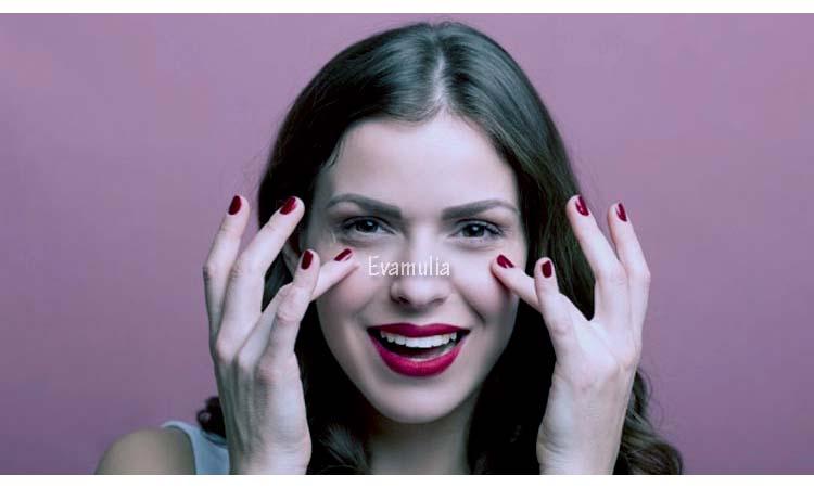 Kargoku - Perawatan Wajah - Cara Menghilangkan Kerutan di Bawah Mata - Kerutan atau garis halus terutama dibawah mata memang menjadi tanda penuaan kulit wajah, hal ini dikarenakan kulit kehilangan elastisitasnya. Bagaimana cara menghilangkan kerutan dibawah mata?