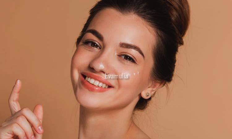 Eva Mulia - Perawatan Wajah - Tretinoin Topikal - Tretinoin Topikal adalah obat untuk mengatasi jerawat. Obat ini juga bisa digunakan untuk mengatasi kerutan halus, bintik hitam pada kulit wajah yang disebabkan oleh paparan sinar matahari.