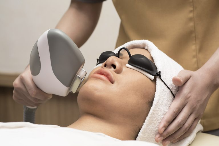 Advance Acne treatment with IPL Eva Mulia